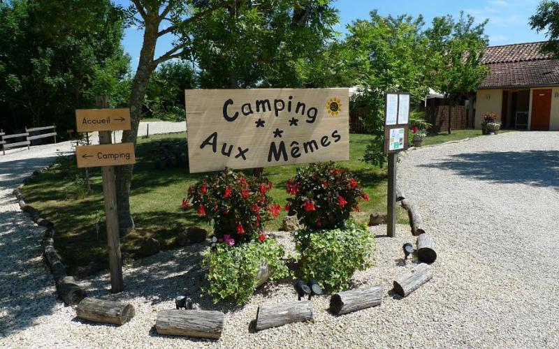 CAMPING AUX MEMES